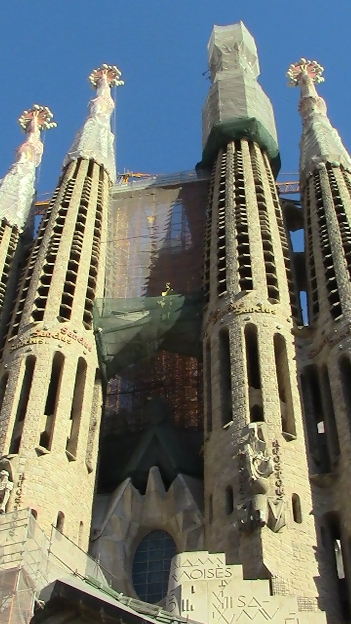 BarcelonaGaudiExterior06